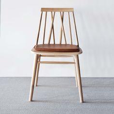 Da er denne herligheten å finne i butikken 😍 Kom å prøvesitt ! Home Furniture, Furniture Design, Wood Sofa, Bar Stools, Woodworking Projects, Dining Chairs, New Homes, Living Room, Interior Design