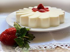Tarta de queso y fresas Panna Cotta, Cheesecake, Pudding, Ethnic Recipes, Desserts, Food, Mousse, Strawberry Fields, Cakes