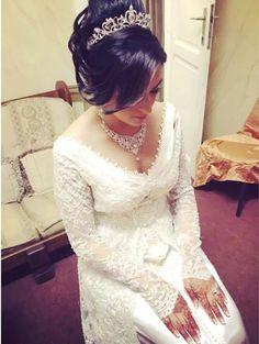 Une élégante robe de mariée caftan