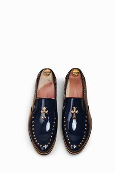 This item is shipped in 48 hours, including the weekends. These elegant brogue shoes in navy offer studded details and a cross for a stunning design. The shiny leather material is sure to please even Comfortable Mens Dress Shoes, Casual Shoes, Men Casual, Mens Dress Outfits, Men Dress, Sweater Dresses, Stylish Outfits, Prom Shoes, Men's Shoes