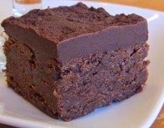 Brownie al triple chocolate mmmmm No Bake Desserts, Just Desserts, Delicious Desserts, Dessert Recipes, Yummy Food, Yummy Treats, Sweet Treats, Cupcake Cakes, Cake Cookies