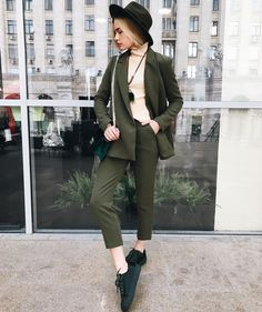 20 Women Suits For College - Daily Fashion Outfits : 20 Women Suits For College Suits Suit Fashion, Work Fashion, Daily Fashion, Fashion Outfits, Womens Fashion, Fashion Trends, Casual Suit Look, Casual Chic, Oktoberfest Outfit