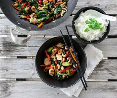 KYLLINGWOK MED CASHEWNØTTER Thai Recipes, Grill Pan, Good Food, Awesome Food, Chicken, Cooking, Spinach, Griddle Pan, Kitchen