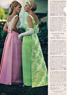 These Were The Biggest Prom Trends From The Year You Went To Prom - Livingly Sixties Fashion, Retro Fashion, Vintage Fashion, Prom Photos, Prom Pictures, Vintage Prom, Vintage Bridal, Vintage Weddings, Vintage Style Dresses