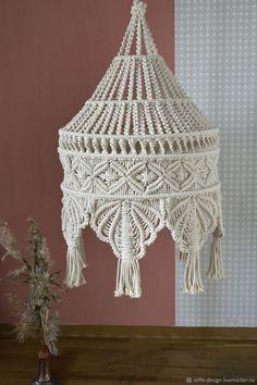Macrame Wall Hanging Patterns, Macrame Art, Macrame Projects, Macrame Patterns, Macrame Knots, Crochet Crafts, Yarn Crafts, Sashiko Embroidery, Macrame Curtain