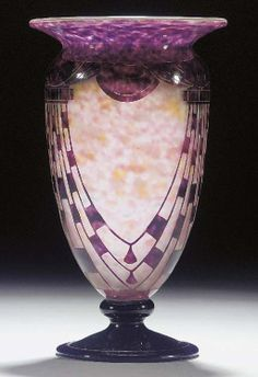 A CAMEO GLASS VASE MANUFACTURED BY CHARDER/LE VERRE FRANCAIS  - ART DECO