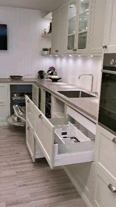 Kitchen Cabinets Design Layout, Kitchen Pantry Design, Diy Kitchen Cabinets, Modern Kitchen Design, Home Decor Kitchen, Interior Design Kitchen, Kitchen Furniture, Island Kitchen, Kitchen Cabinet Interior