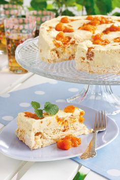 Cloudberry icecream (hjortronglass) cake