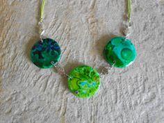 collier dans les tons verts et bleus en pâte fimo polymère façon ceramique : Collier par elisabijoux