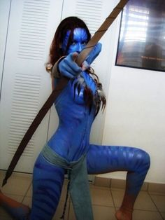 Neytiri - Avatar. HELLO! That's a LOT of body paint but that looks awesome! Hmmmm. Would like to replicate in real life but would need a lot of post process to give the same jungle feel as in the movie. Good Challenge