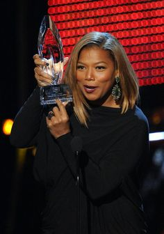 Queen Latifah Photos Photos - TV personality Queen Latifah accepts the Favorite New Talk Show Host award onstage at The Annual People's Choice Awards at Nokia Theatre L. Live on January 2014 in Los Angeles, California. - The People's Choice Awards Show Queen Latifah Show, Women In Music, Melissa Mccarthy, Teen Choice Awards, Hollywood Star, Black Girls Rock, Style And Grace, 5 Ways, Curly Hair Styles
