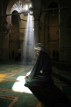 EGYPTION MAN PRAY IN OLD MOSQU IN CAIRO -EGYPT (by Amr Abdallah)
