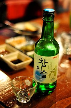 The two major soju brands that dominate the Seoul market – Chamisul (참이슬) and Chum Churum (처음 처럼) – usually cost just ₩3,000 per bottle at a restaurant (about ₩1,000 if you want to keep it real at the convenience store). Pictured: Chamisul (참이슬)
