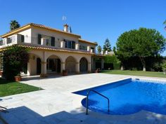 Substantial south facing Villa for Sale in Sotogrande Costa – OFFERS INVITED
