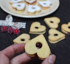 linecka-srdicka-cukrovi-low-carb Christmas Candy, Low Carb Keto, Food Styling, Lowes, Food And Drink, Healthy Recipes, Cookies, Winter, Crack Crackers