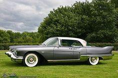 1957 Cadillac Eldorado Brougham - What a gorgeous car. Retro Cars, Vintage Cars, Convertible, Classy Cars, Cadillac Eldorado, Unique Cars, Us Cars, American Muscle Cars, Car Car