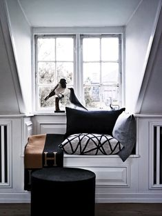 i want to make a seat in my bedroom dormer window!! super cute and a good use of unused space!! <3
