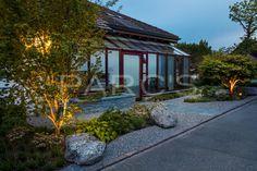 Der Vorgarten sollte moderner und schlichter werden, pflegeleichter, übersichtlicher und mit einem Hauch asiatischen Gartenstils versehen werden.
