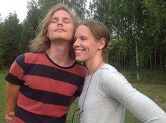 Taikahuilunsoittaja Jani muusansa kanssa. Seuraavaksi juhlimmekin heidän...
