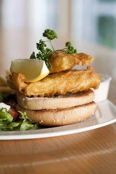 Gourmet Fillet of Fish Burger Fish Burger, Salmon Burgers, Yummy Food, Ethnic Recipes, Gourmet, Delicious Food
