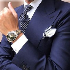 A Smart Navy Blue Suit always will remain in Style! Style Gentleman, Gentleman Mode, Dapper Gentleman, Sharp Dressed Man, Well Dressed Men, Mens Fashion Suits, Mens Suits, Men's Fashion, Herren Outfit
