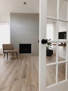 White Oak Laminate Flooring, Best Laminate, Natural Wood Flooring, Wood Laminate, Hardwood Floors, How To Waterproof Wood, Oak Trim, Floor Colors, Oak Color