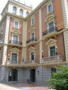 Museo Lázaro Galdiano @Museo_Lazaro #Madrid #arte #MadridSeduce Madrid Museum, Military Memorabilia, Amazing Buildings, Facades, Memories, Mansions, World, House Styles, Beautiful