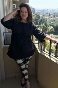 If you have your own fashion line, why wear anything else? Melissa McCarthy begs that very question in a pair of printed pants straight from her own Size Herbst Mode Melissa McCarthy Melissa McCarthy Designed Her Own Pants — and They Look Good on Her Fashion Line, Look Fashion, Autumn Fashion, Fashion Outfits, Womens Fashion, Melissa Mccarthy, Look Plus Size, Plus Size Women, Curvy Petite Fashion