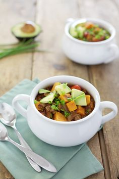 This slow cooker sweet potato chili is a deliciously hearty mix of sweet and spicy that will rock your work lunch, weeknight dinner or game day party. Whole 30 Crockpot Recipes, Honey Recipes, Whole 30 Recipes, Paleo Recipes, Paleo Food, Crockpot Meals, Beef And Potato Stew, Sweet Potato Chili, Slow Cooker Soup