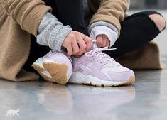 The Nike WMNS Air Huarache Run Txt Bleached Lilac