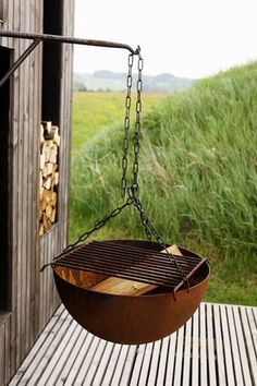 A hanging grill like this is just a great re-use of one with a broken stand.  But, I also think it would be great for an apartment (tho, the people below me would probably disagree.  ☺)