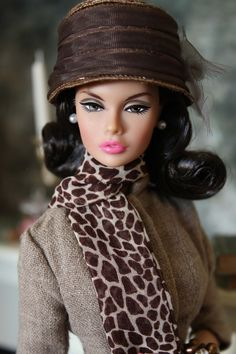 Spotted Shopping Silkstone outfit and hat, looking very elegant. Fashion Royalty Dolls, Fashion Dolls, Girl Fashion, Barbie Dress, Barbie Clothes, Poppy Doll, Porcelain Dolls For Sale, Poppy Parker, Black Barbie