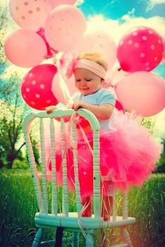 Birthday Baby, love the idea of balloons in photos Baby Pictures, Cute Pictures, Photo Balloons, Pink Balloons, 1st Birthday Photos, Birthday Ideas, 2nd Birthday, Birthday Recipes, Balloon Backdrop