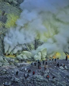 Photo by: @budi_tarjo Loc: Kawah Ijen Jawa Timur . . Share your photo and use hashtag #hellonusantara Bring your friend to visit this place! ⬇Our official contact⬇ Line: @bvw3344s  hellonusantara.co@gmail.com #keepitclean 🚮