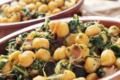 Wilted Spinach and Chickpeas - Detox with this vegan salad from Dr. Alejandro Junger!
