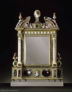 The mirror was acquired by Louis XIV in 1684 to the merchant Le Brun,ca. 1630.