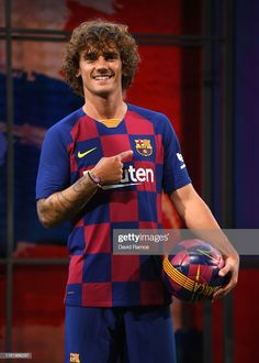 New Barcelona signing Antoine Griezmann poses for the media as he is unveiled at Camp Nou stadium on July 2019 in Barcelona, Spain. (Photo by David Ramos/Getty Images) Antoine Griezmann, Fc Barcelona, Barcelona Soccer, France National Football Team, David Ramos, France Euro, Football Uniforms, Soccer Jerseys, Football