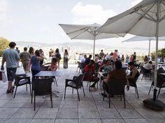 スペインで、芸術の街と言えば「バルセロナ」。ガウディ、ピカソ、ミロといった綺羅星のような天才芸術家が活躍し、彼らゆかりの観光地が大人気です。そんな芸術の街「バルセロナ」の絶対見逃せない観光施設の1つが「カタルーニャ美術館」。中世から現代までの美術品を収蔵し、ありとあらゆる時代のスペイン美術が楽しめます。