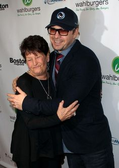alma wahlberg | Alma Wahlberg Pictures - The Wahlberg brothers open a burger joint ...
