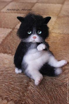 Super cute needle felted cat by Marina Good from Russia Needle Felted Cat, Needle Felted Animals, Felt Animals, Cute Baby Animals, Image Chat, Felt Cat, Felting Tutorials, Cat Crafts, Wet Felting