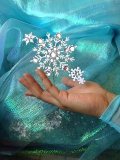 Frozen Elsa Snowflake Ring Prop. Cute to make it look like you have snow powers