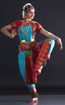 Dance Photography Poses, Dance Poses, Folk Dance, Dance Art, Dance Positions, Indiana, Indian Classical Dance, Bollywood, Tribal Belly Dance