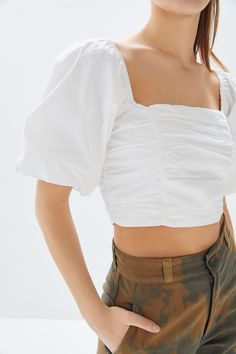 UO Sabrina Ruched Puff Sleeve Cropped Top | Urban Outfitters Off Shoulder Outfits, Off Shoulder Fashion, Crop Top Outfits, Short Outfits, Cute Outfits, Estilo Cool, Renaissance Clothing, Feminine Style, Women Wear