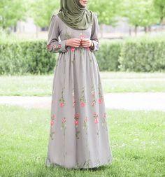 Islamic Fashion, Muslim Fashion, Modest Fashion, Fashion Outfits, Lovely Dresses, Modest Dresses, Modele Hijab, Hijab Fashionista, Mode Simple
