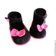 Купить пинетки для девочки, сандалики вязаные, черные, фуксия - пинетки для девочки, вязаные пинетки