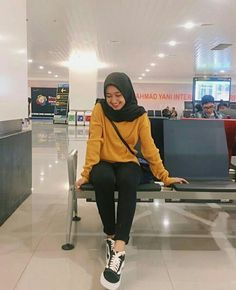 Modern Hijab Fashion, Street Hijab Fashion, Hijab Fashion Inspiration, Muslim Fashion, Look Fashion, Trendy Fashion, Fashion Ideas, Modest Dresses, Modest Outfits