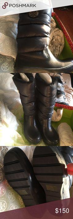 Tory Burch puffer boots Beautiful navy blue never worn! Tory Burch Shoes Winter & Rain Boots