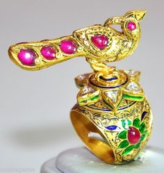 Antique 23kt Gold 22 grms 8ct Diamond Ruby Moghul Peacock Ring