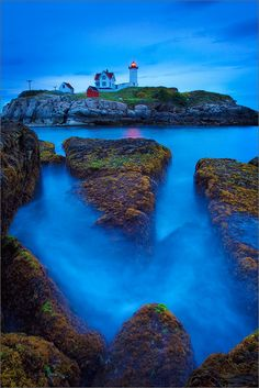~~Nubble head light | blue hour at the lighthouse, Maine Costa, Vacation Spots, York Maine, York Beach Maine, Head Light, Maine Lighthouses, Beacon Of Light, Beautiful Places, Beautiful Horses
