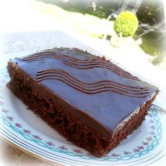 A GDR classic from my childhood. Very simple lap Ein DDR – Klassiker aus meiner Kindheit. Sehr einfacher Schokokuchen mit Mineral… A GDR classic from my childhood. Very simple chocolate cake with mineral water. Rare water cake was used as the reason … - Easy Cheesecake Recipes, Cake Mix Recipes, Easy Cookie Recipes, Easy Desserts, Chocolate Cake Recipe Easy, Chocolate Cookie Recipes, Chocolate Chip Cookies, Cake Chocolate, Avocado Dessert